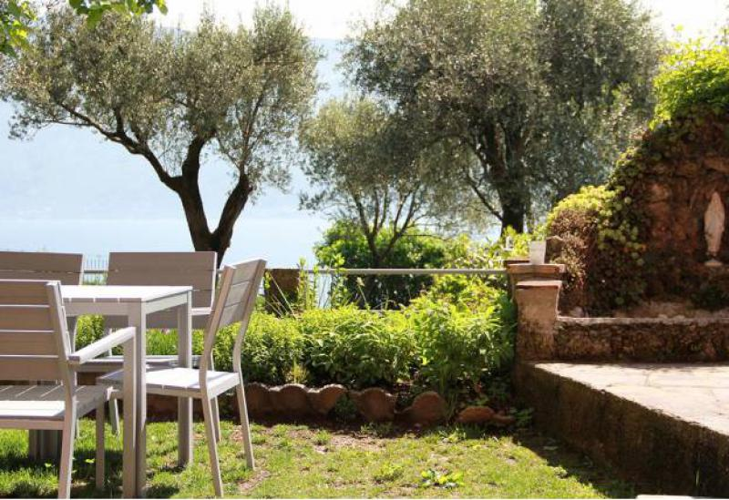 Agriturismo Lake Como and Lake Garda Agriturismo next to golf course overlooking Lake Garda