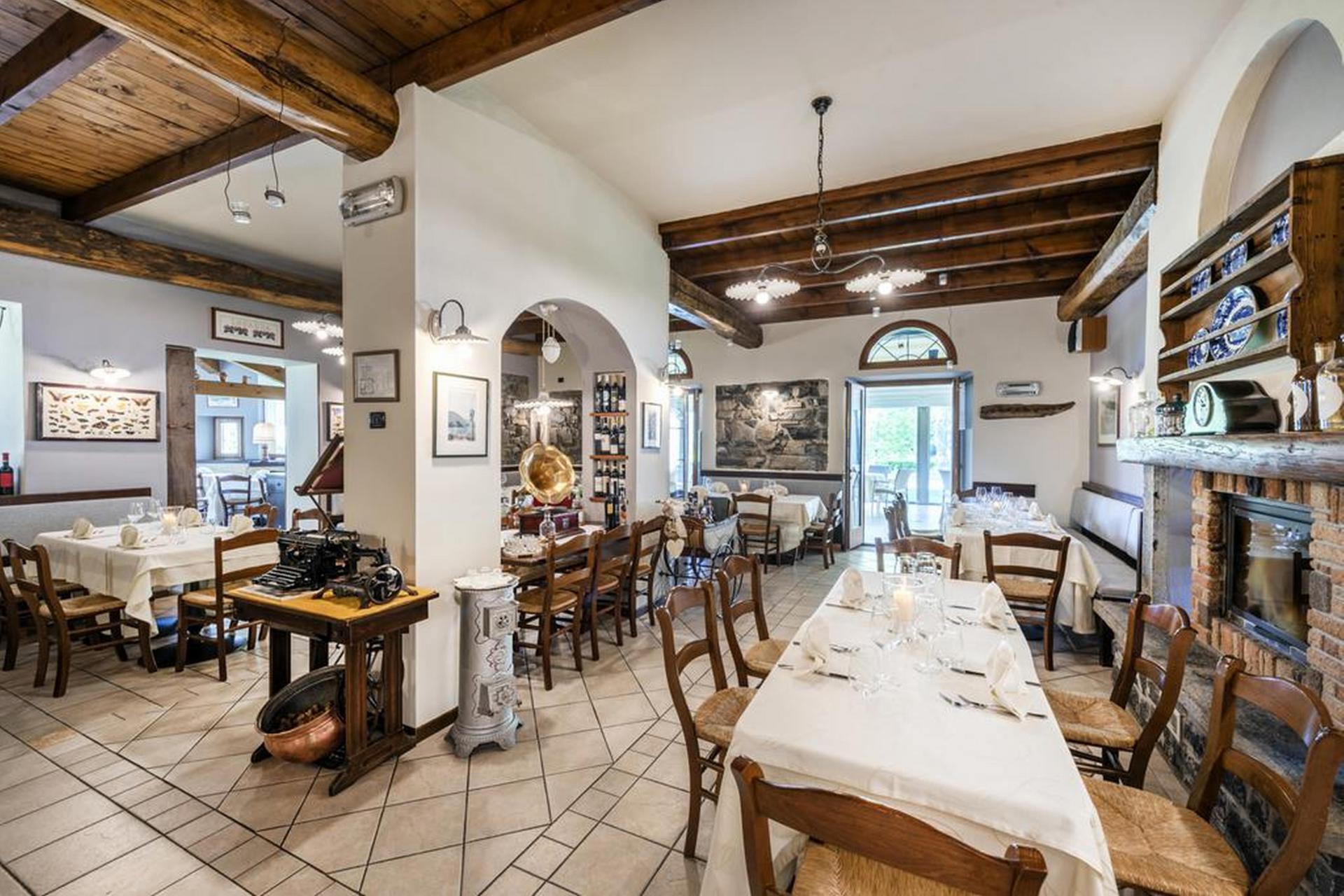 Agriturismo Lake Como and Lake Garda Agriturismo with restaurant and views of Lake Como