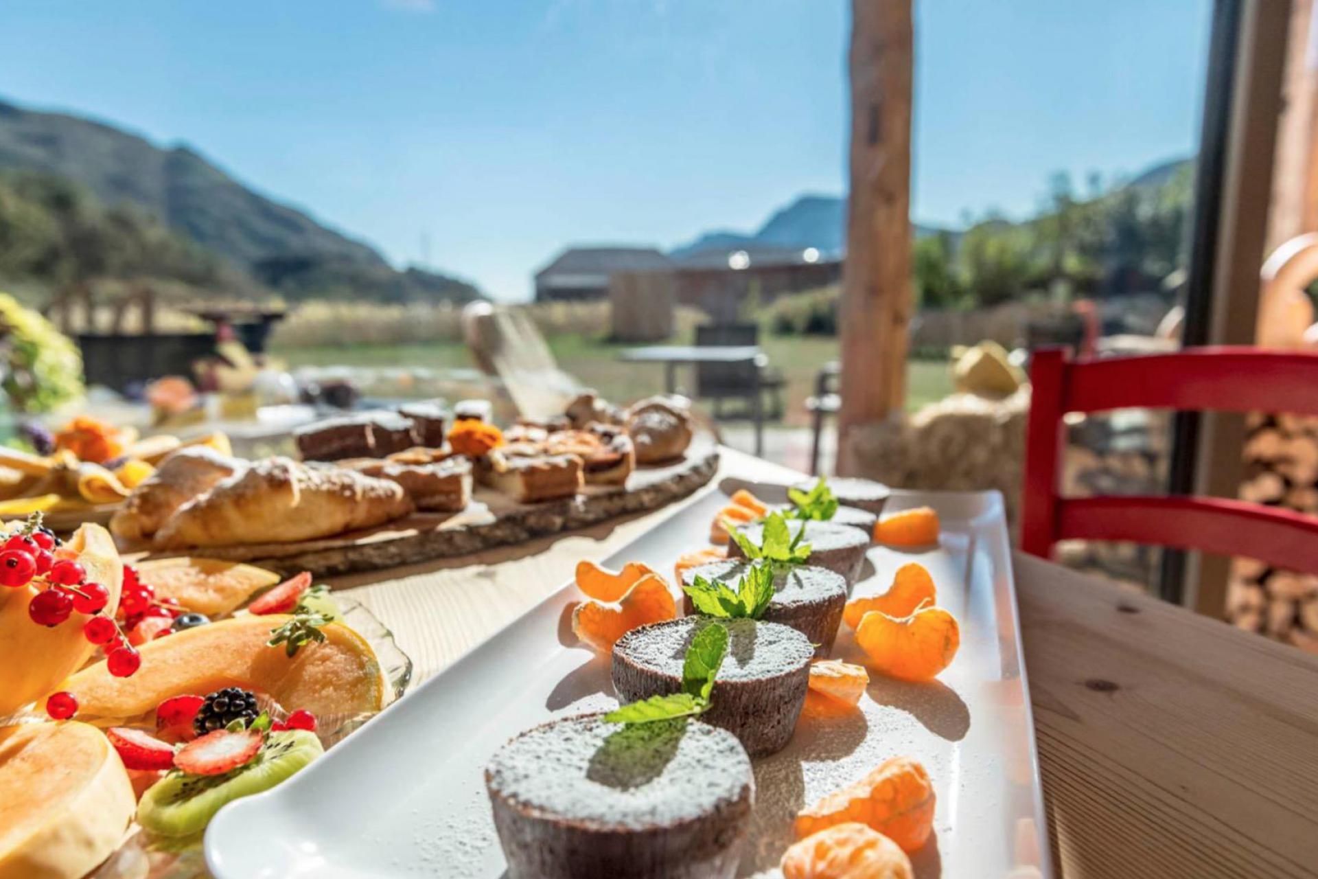Agriturismo Dolomites Organic apple-agriturismo in the lake valley of Trentino