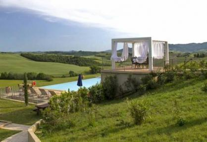 Fun agriturismo in Tuscany with panoramic swimming pool
