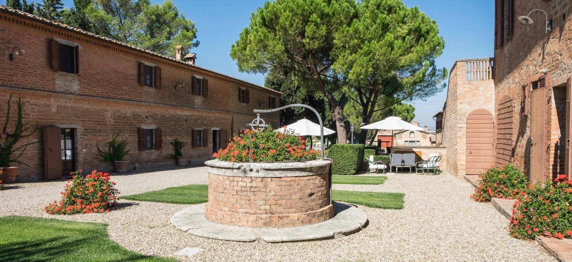 Agriturismo Tuscany Agriturismo in Tuscany with great views