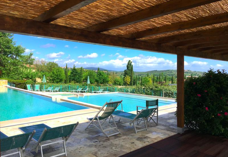 Country resort in Tuscany with spectacular pool